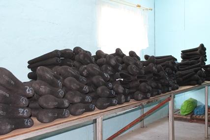 """Более 120 пар черных валенок """"Кусиночка"""" для интернет-магазина Wildberries"""